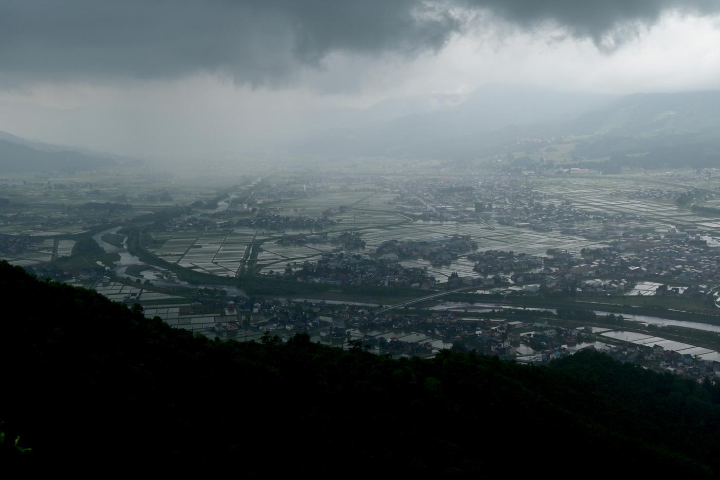 シリーズ「坂戸の上の雲」:世界の終末…雨の坂戸山