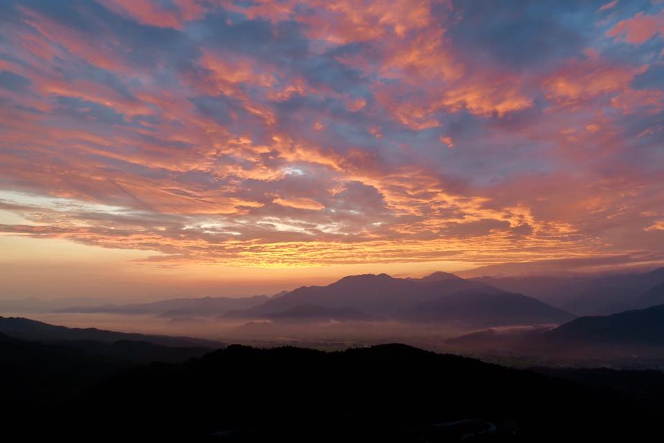 2017.8.7 mon. ラスボス出てきそう。紅い空に雲海。 BY UNKAI-MASTER